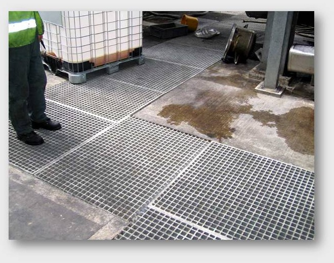 Trench floor grating